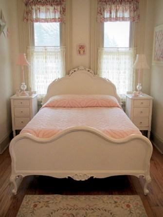 Antique and unique bedroom decorating ideas 17