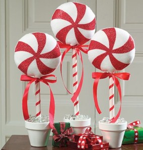 Beautiful christmas decoration ideas in red domination 23