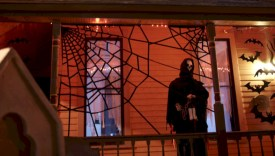 Creative diy halloween decorations using spider web 40