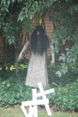 Creative diy halloween outdoor decoration ideas 03