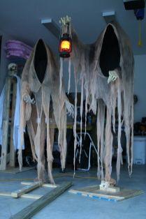 Creative diy halloween outdoor decoration ideas 13