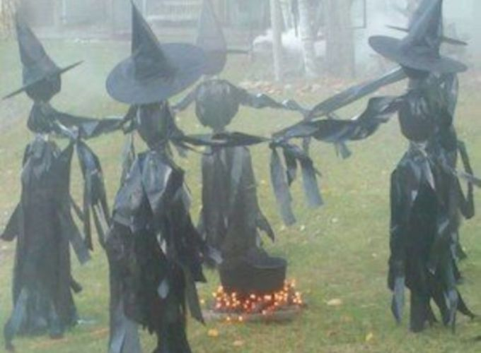 Creative diy halloween outdoor decoration ideas 31