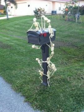 Creative diy halloween outdoor decoration ideas 32