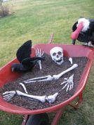 Creative diy halloween outdoor decoration ideas 41