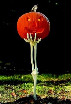 Creative diy halloween outdoor decoration ideas 46