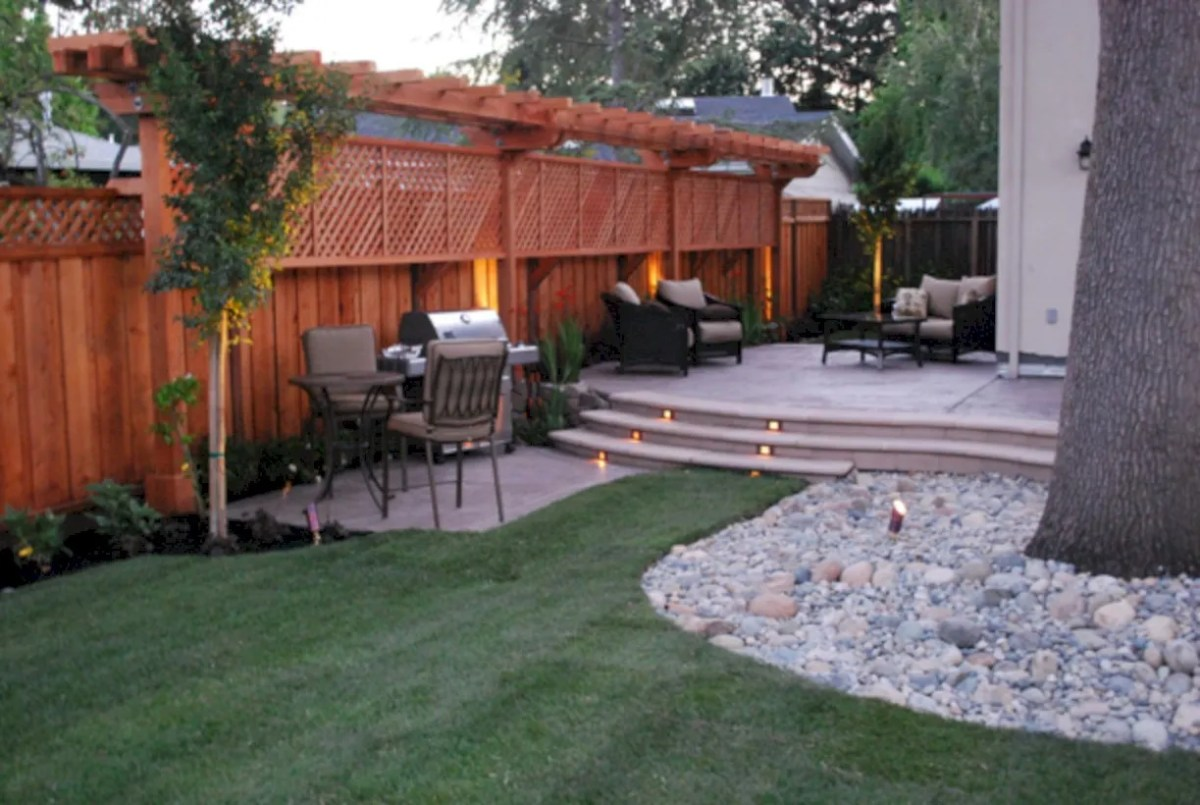 Diy backyard privacy fence ideas on a budget (46)