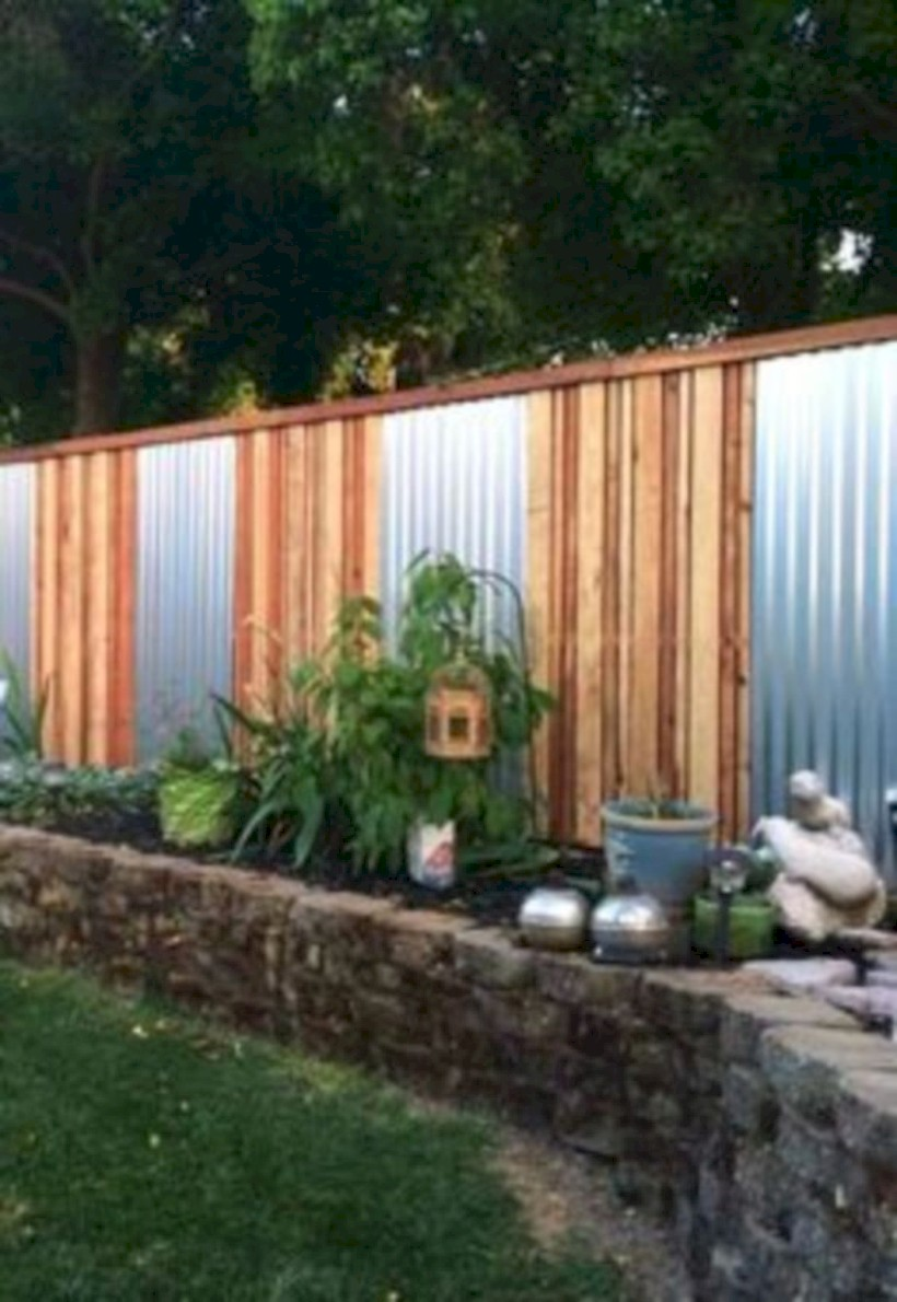 Diy backyard privacy fence ideas on a budget (51) - ROUNDECOR