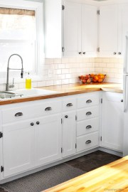 Decorate awesome kitchen with farmhouse cabinet (44)