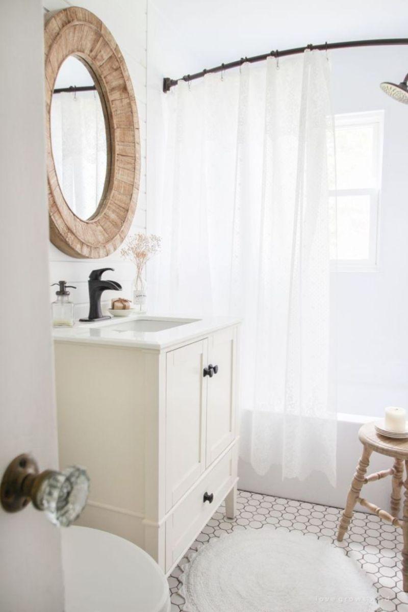Farmhouse bathroom ideas for small space (10)