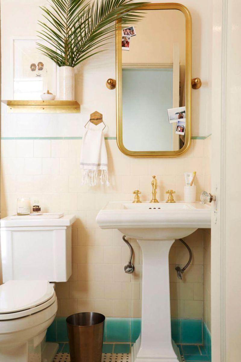 Farmhouse bathroom ideas for small space (19)