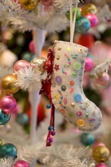 Fun and cute colorful christmas decoration ideas 35