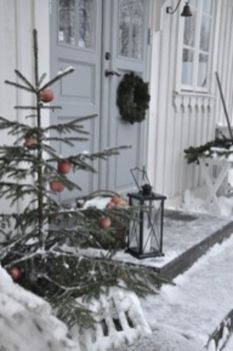 Ideas how to make comfortable rustic outdoor christmas décoration 01