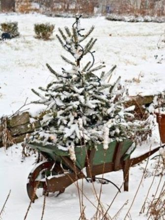 Ideas how to make comfortable rustic outdoor christmas décoration 18