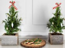 Ideas how to make comfortable rustic outdoor christmas décoration 22