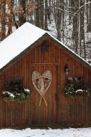 Ideas how to make comfortable rustic outdoor christmas décoration 26