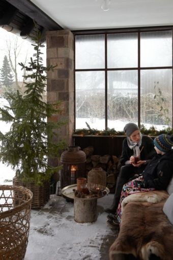 Ideas how to make comfortable rustic outdoor christmas décoration 44