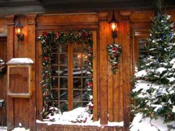 Ideas how to make comfortable rustic outdoor christmas décoration 54