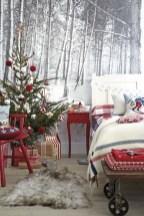 Inspiring christmas bedroom décoration ideas 32