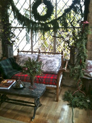 Inspiring christmas decorations ideas with traditional touch 06