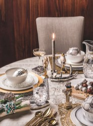 Inspiring christmas decorations ideas with traditional touch 40