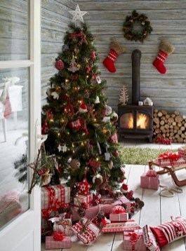 Inspiring christmas decorations ideas with traditional touch 55