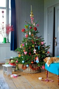 Minimalist and modern christmas tree décoration ideas 06