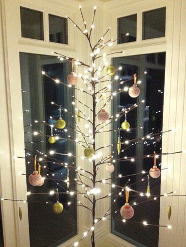 Minimalist and modern christmas tree décoration ideas 12