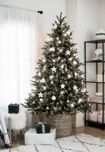 Minimalist and modern christmas tree décoration ideas 14