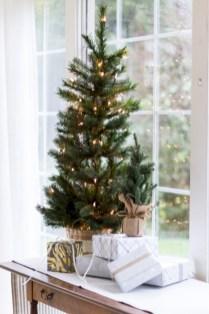 Minimalist and modern christmas tree décoration ideas 18