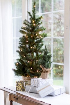 Minimalist and modern christmas tree décoration ideas 18