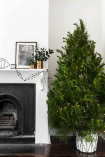 Minimalist and modern christmas tree décoration ideas 19