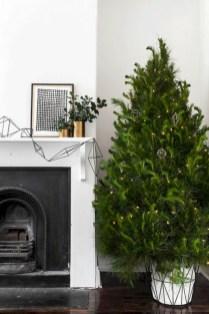 Minimalist and modern christmas tree décoration ideas 19
