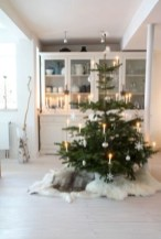 Minimalist and modern christmas tree décoration ideas 24