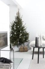 Minimalist and modern christmas tree décoration ideas 28