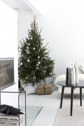 Minimalist and modern christmas tree décoration ideas 28