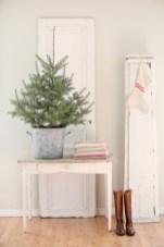 Minimalist and modern christmas tree décoration ideas 37