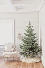 Minimalist and modern christmas tree décoration ideas 38