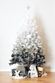Minimalist and modern christmas tree décoration ideas 43