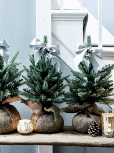 Minimalist and modern christmas tree décoration ideas 53