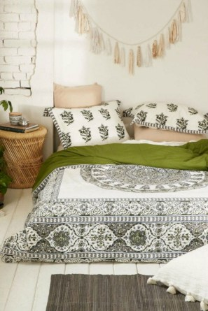 Moroccan themed bedroom design ideas 43