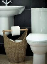 Simple bathroom ideas for small apartment 50