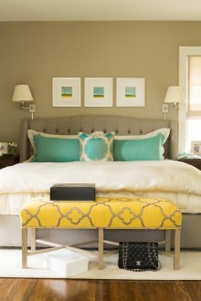 Simple bedroom design ideas with gold accents 33