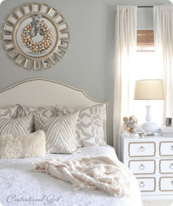 Simple bedroom design ideas with gold accents 44