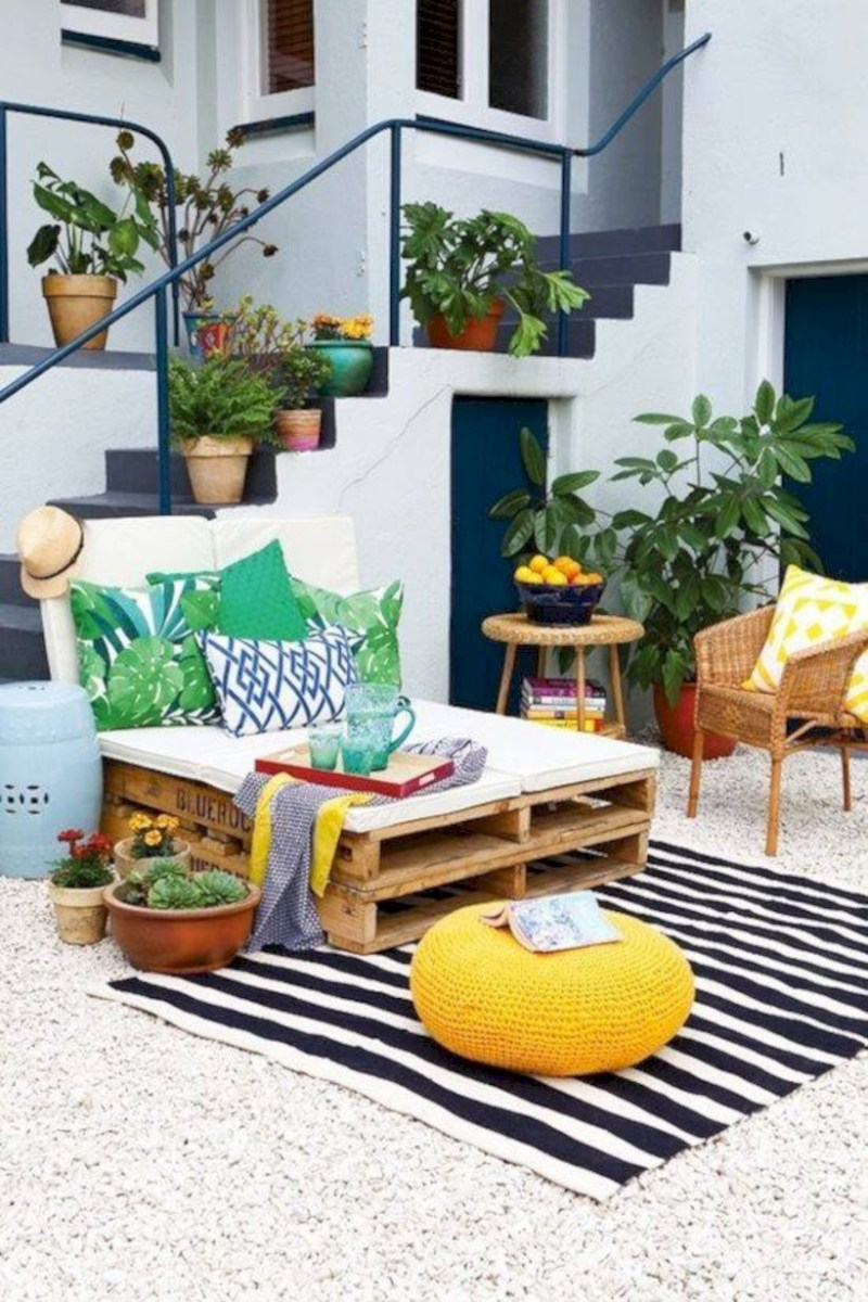 Simple patio decor ideas on a budget (38)