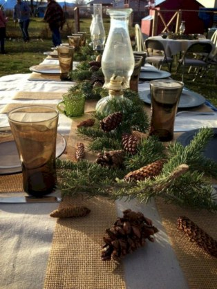 Stunning christmas table decorations ideas 26