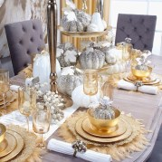 Stunning christmas table decorations ideas 37