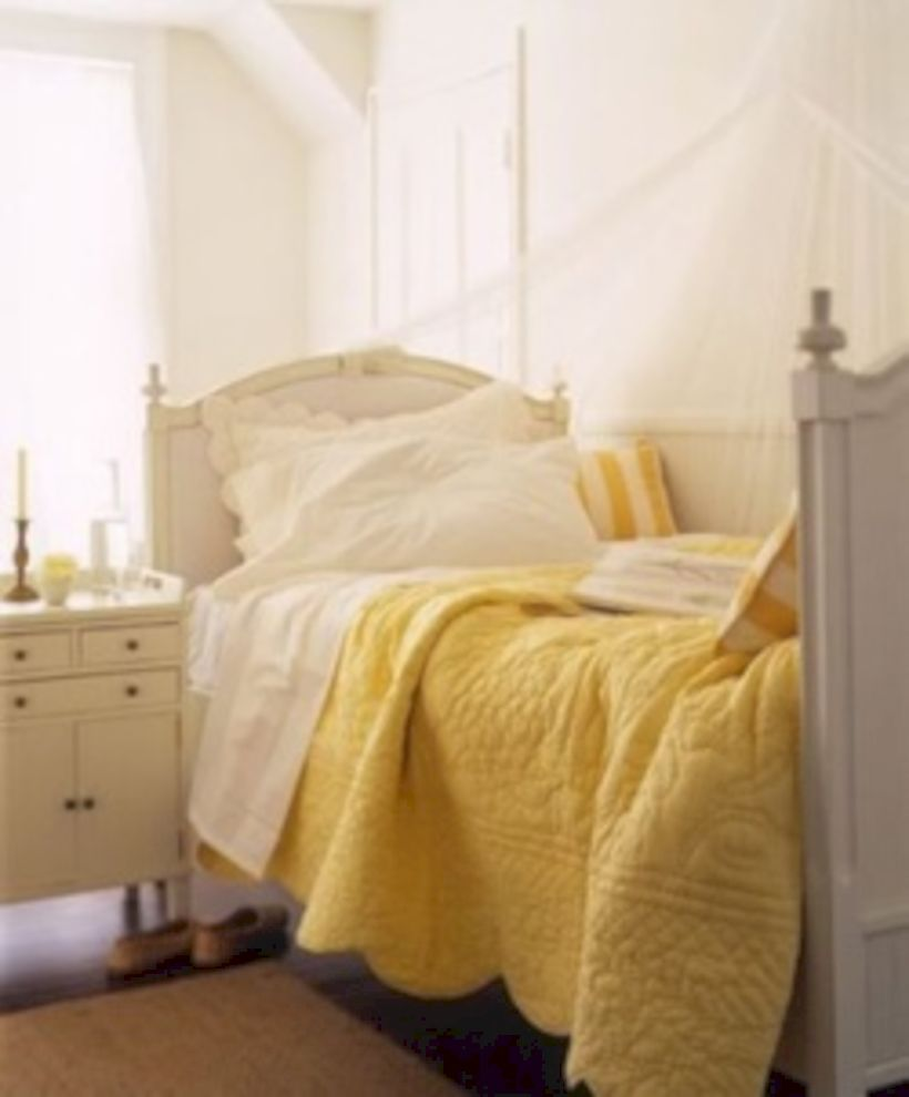 Visually pleasant yellow and grey bedroom designs ideas 36