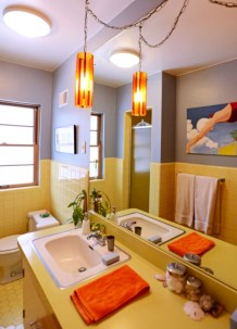 Yellow tile bathroom paint colors ideas (21)