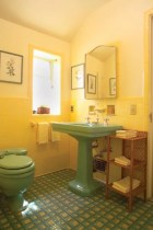 Yellow tile bathroom paint colors ideas (23)