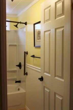 Yellow tile bathroom paint colors ideas (27)